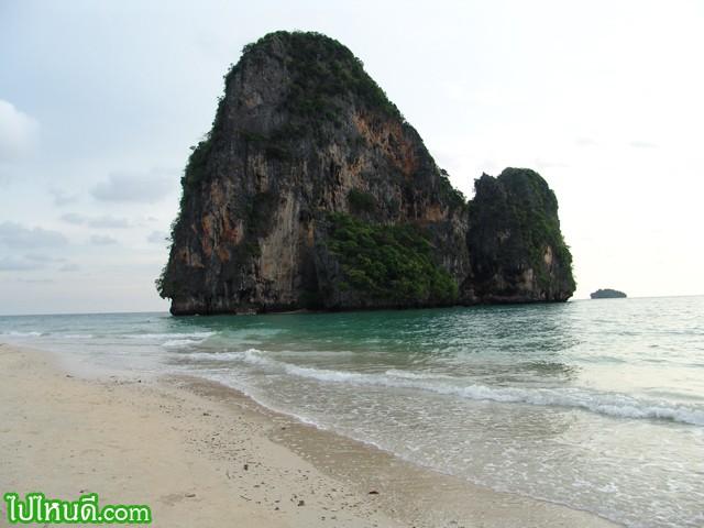 เก็บภาพหาดถ้ำพระนาง...ไว้ให้เยอะหน่อย เดี๋ยวไม่คุ้ม อุตสาห์เดินทางมาตั้งหลาย ชั่วโมง