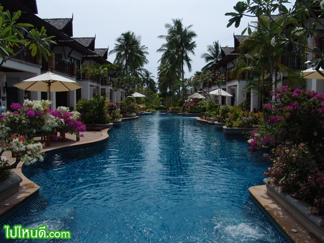 ขอสำรวจทั่วๆ ก่อนดีกว่า.... คืนนี้ผมจองที่พักไว้ที่ ไร่เลย์วิลเลจ ผ่านทางไทยทัวร์ http://www.thai-tour.com/thai-tour/south/krabi/hotel/railayvillage/