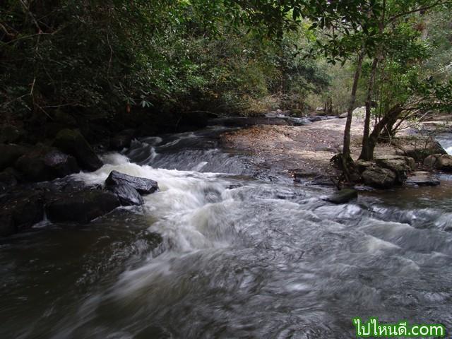 เส้นทางโป่งตาลอง-น้ำตกผาด่านช้าง-น้ำตกผามะนาวยักษ์-น้ำตกไทรคู่-น้ำตกผากระชาย ระยะทาง 15 กิโลเมตร ใช้เวลา 2 วัน 1 คืน