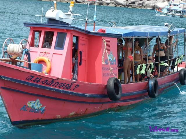 เรือที่ใช่ดำน้ำสำหรับนักท่องเที่ยวชาวต่างชาติ