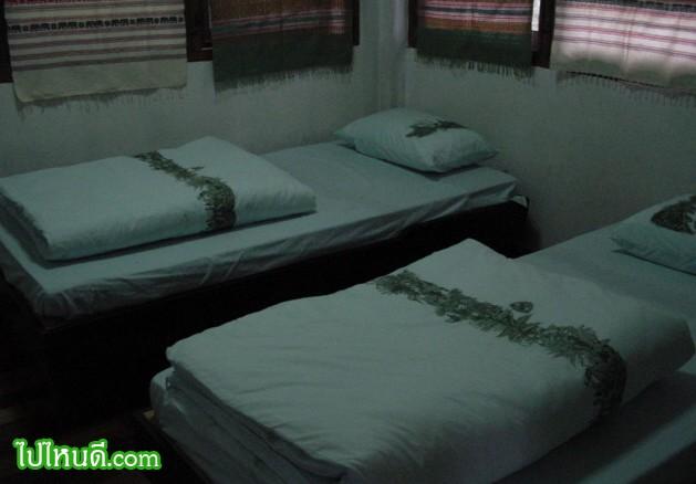 มีที่นอน + ห้องน้ำในตัว