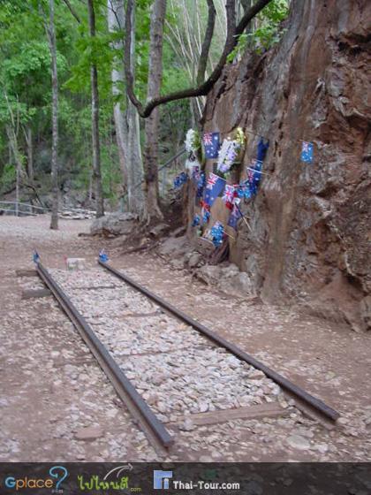 เทียวตามหาทางบนรางรถไฟ.... แล้วก็มาถึง ช่องเขาขาด เรียกได้ว่าตัวภูเขาเพื่อเปิดทางเป็นรางรถไฟ ต้องเกลี่ยพื้นที่เนินให้เป็นที่ราบพอให้รถไฟทั้งขบวนผ่านได้... ไม่ใช่เรื่องง่าย
