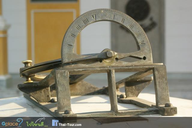 หลายๆคนอาจจะสงสัยว่านี่คืออะไร มันคือนาฬิกาในสมัยก่อนครับ ไม่รู้เหมือนกันว่าใช้การยังไง