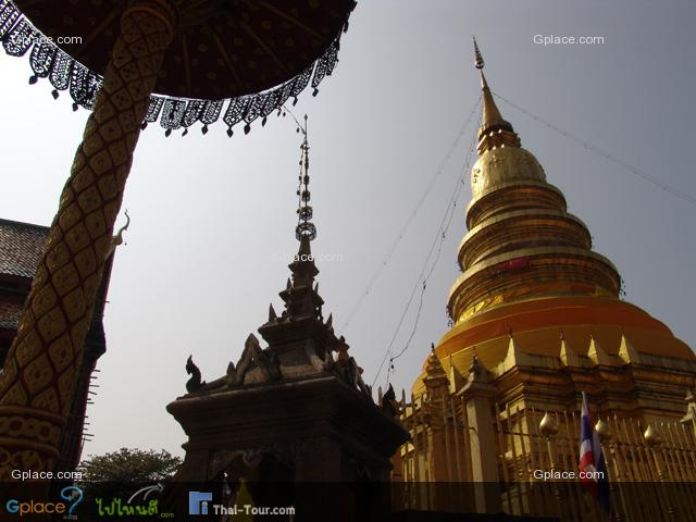 ไปลำพูนหากไม่ได้ไปกราบไหว้พระธาตุหริภุญชัยแล้วก็เหมือนกับว่ายังไปไม่ถึงลำพูน วัดพระธาตุหริภุญชัยเป็นที่รู้จักดีในหมู่คนไทย โดยเฉพาะอย่างยิ่งชาวลานนาไทย เพราะว่าวัดนี้เป็นวัดที่มีความสำคัญมากที่สุดของจังหวัดลำพูน