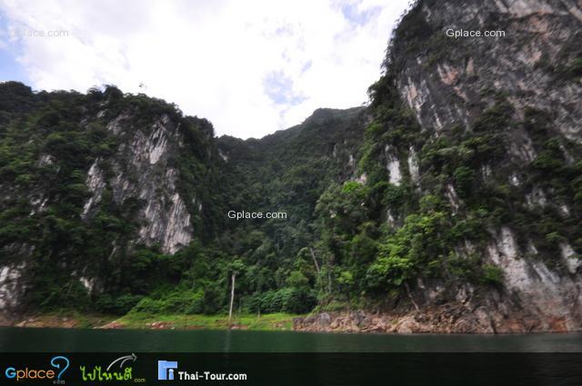 บรรยากาศล้อมรอบด้วยภูเขา ธรรมชาติมาก