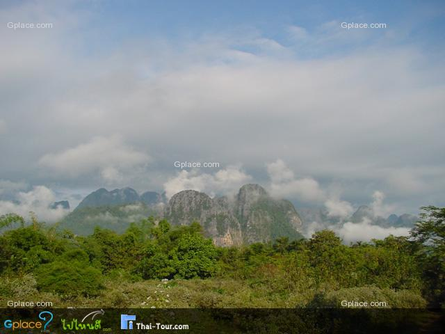 ทิวทัศน์ของวังเวียง ระหว่างทางเดินไปถ้ำจัง เขาว่า...วังเวียง คือ กุ้ยหลินเมืองลาว