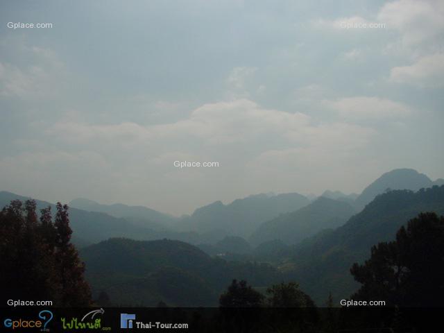 หันกล้องไปอีกทาง ย้อนแสงหน่อย จุดชมวิวเทือกเขา...ระหว่างทางไปชายแดน