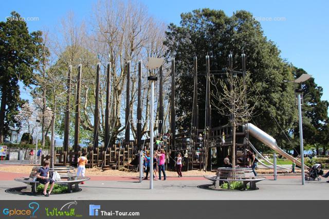 เบื้องหน้าคือ ท่าเรือ (Port) ซ้ายมือ คือ Playground สำหรับเด็กเล็ก
