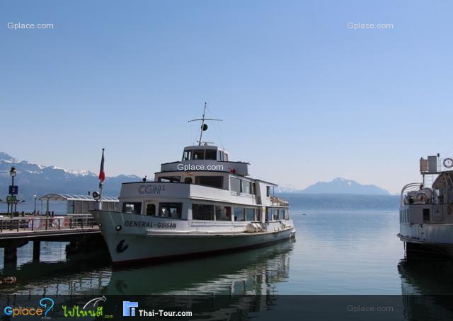 ตรงท่าเรือ Ouchy นี้เราสามารถนั่งเรือไปเมือง Montreux หรือ Vevey ได้ด้วย ต้องไปตามตารางเรือที่กำหนด Swiss Pass ฟรี คร๊าบ