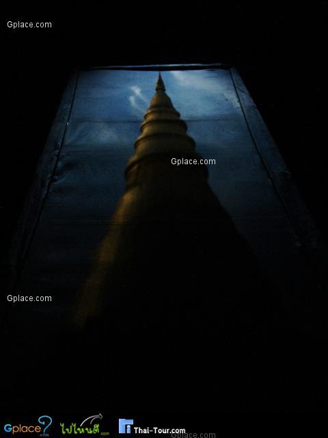 พระธาตุ จากการหักเหของแสง แต่ไม่ได้ยกกระดานมากนัก ภาพที่ได้จึงไม่ได้ย้อนแสง(กลับหัว)