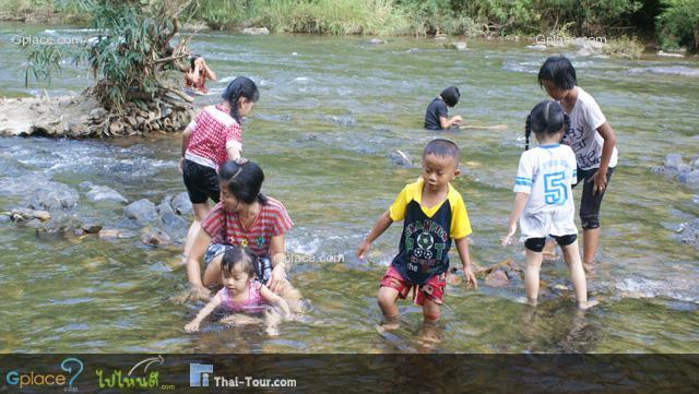 เล่นน้ำสนุกสนาน