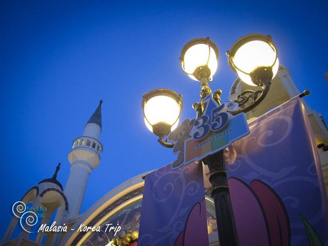 โคมไฟเริ่มทยอยเปิดกันอย่างสวยงาม
