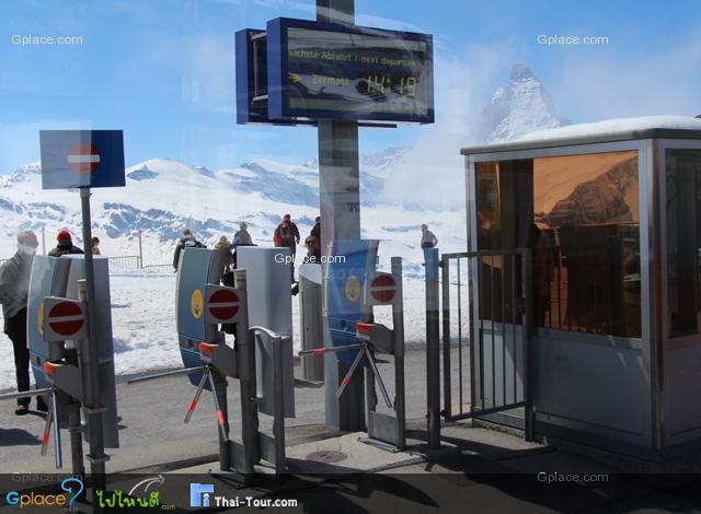 รถไฟที่สวิส นี่ตรงเวลาสุดๆ ต้องเผื่อเวลาไว้หน่อย..อย่างลืมตั๋วหล่ะ