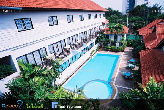 สระว่ายน้ำของโรงแรม จะมีอยู่ด้วยกัน 2 สระ เป็นสระติดตัวตึกและสระติดหน้าหาด นี่เป็นรูปสระตัวตึก