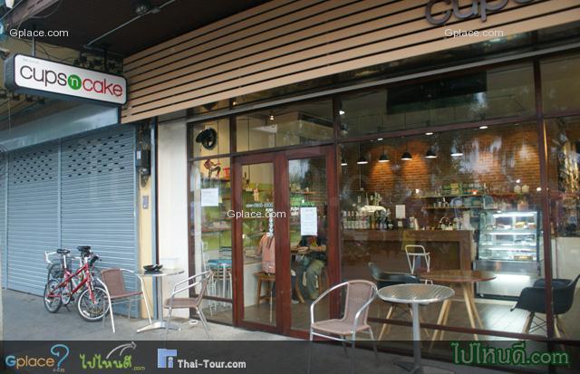 ร้านกาแฟ ชื่อ cup & cake ในตลาดเก่าโค้ยกี่