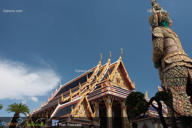 Thotsakhirithon, giant demon (Yaksha) guarding the temple