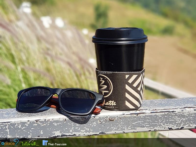 กาแฟร้อนๆ กับบรรยากาศเย็นๆ