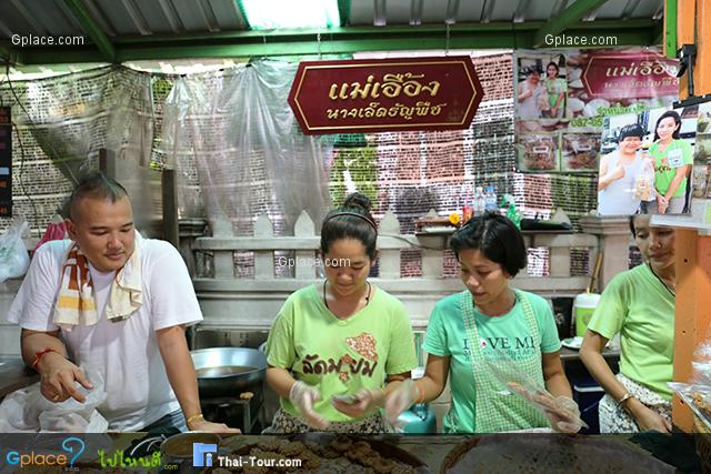 Klong Ladmayom Floating Market