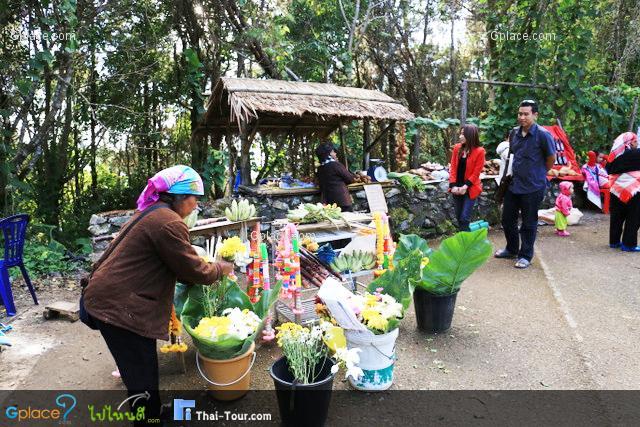 ชาวบ้านจะนำดอกไม้ต่างๆ มาขาย