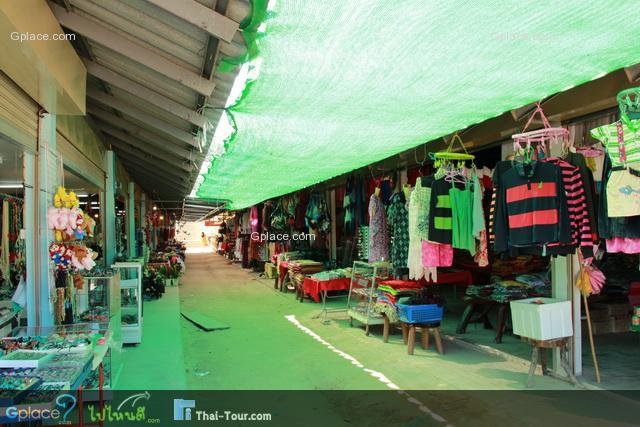 ตลาดด่านสิงขร ร้านขายเสื้อผ้าต่างๆ