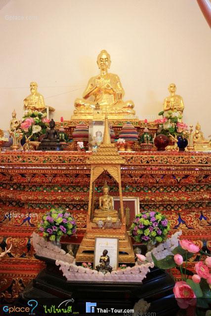 ภายในอุโบสถประดิษฐานพระพุทธรูปต่างๆ