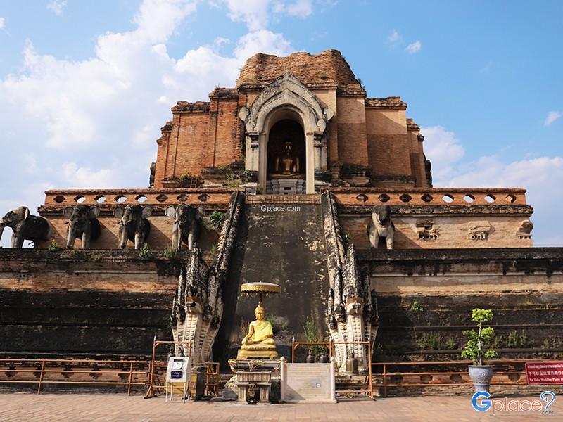 Wat Chedi Luang Chiang Mai