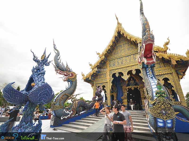 นักท่องเที่ยวทั้งชาวไทยและชาวต่างชาติ