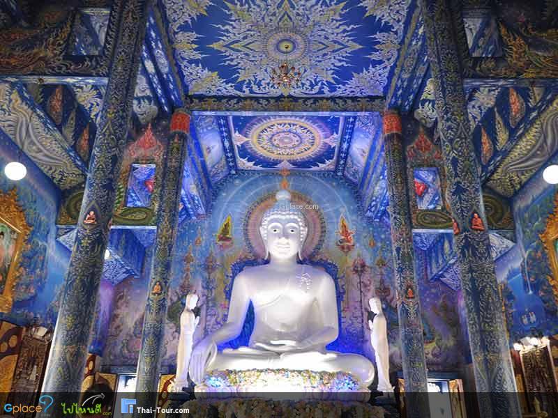 พระพุทธรัชมงคลบดีตรีโลกนาถ พระประธาน สีขาวมุกขนาดหน้าตักกว้าง 5 เมตร สูง 6.5 เมตร มีขนาดใหญ่มาก