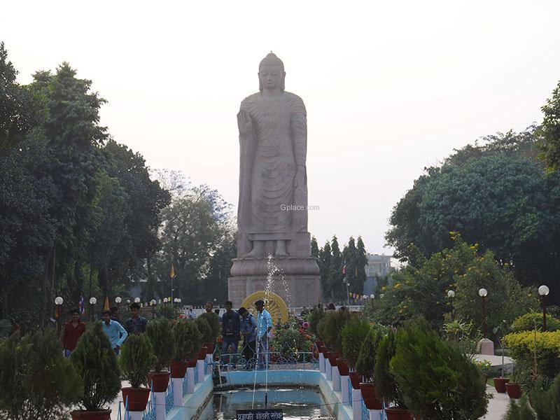 พระพุทธรูปองค์ใหญ่สารนาถ