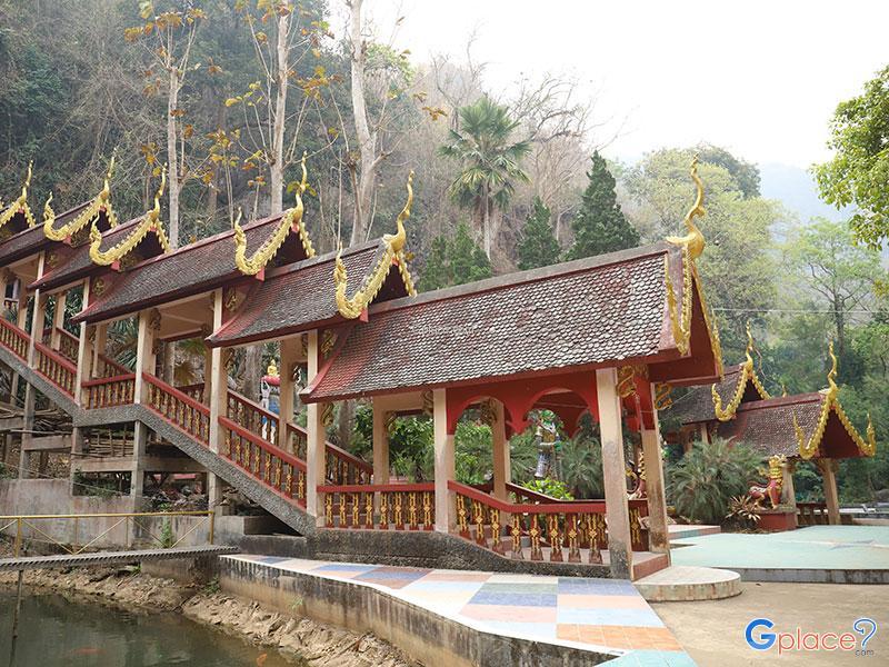 Wat Tab Tao Cave