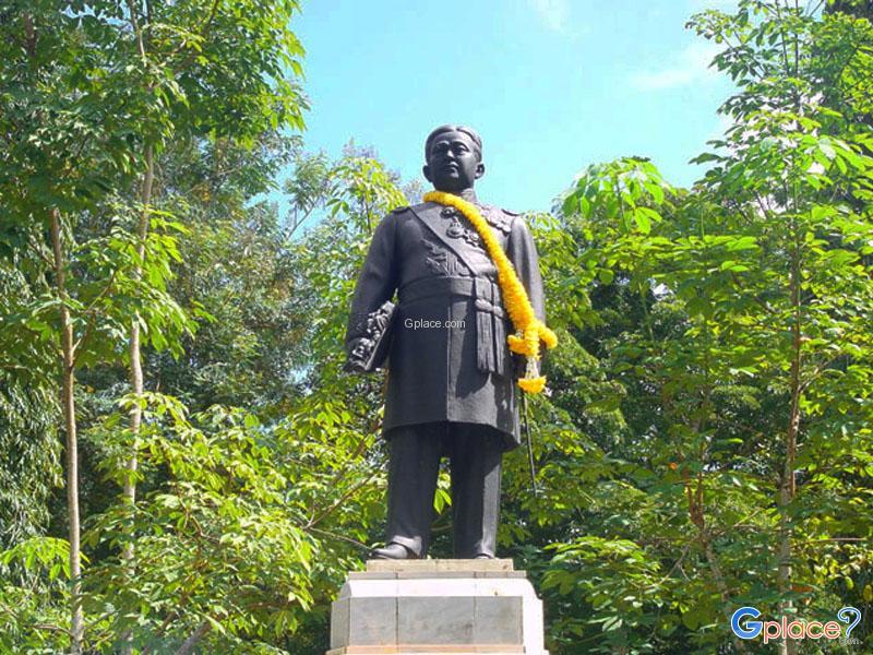 Phraya Rassadanupradit Mahissarapakdi Monument
