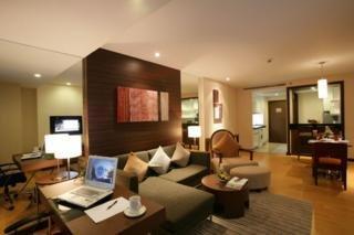 โรงแรมเลกาซี สวีท