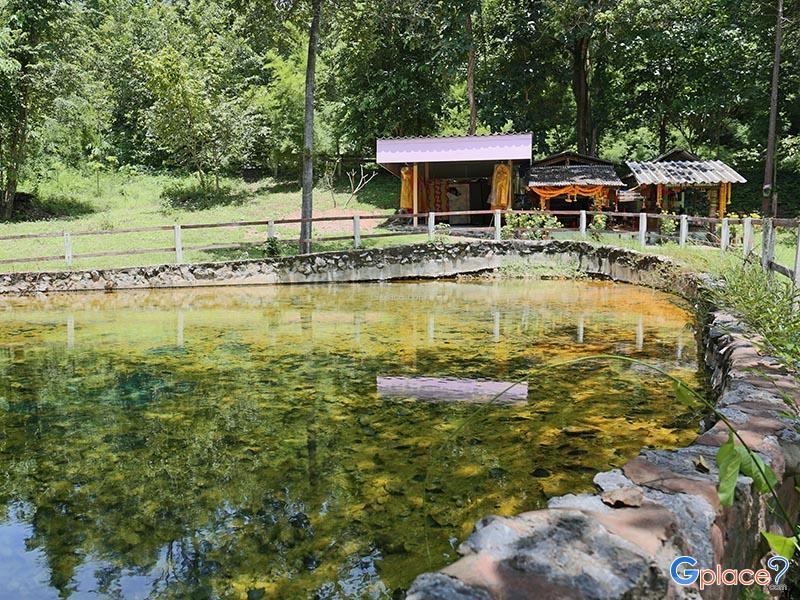 บ่อน้ำพุร้อนหนองหญ้าปล้อง