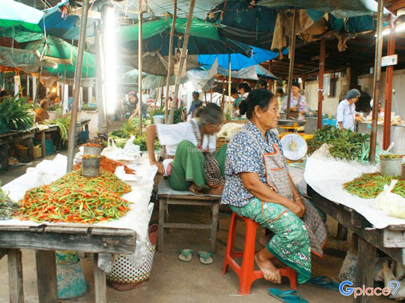 Mae Rarieng morning market