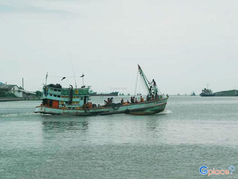 Tha Chalom Fishery Village