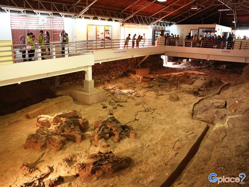 อาคารแหล่งขุดพบซากไดโนเสาร์