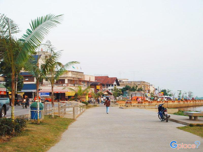 Kwan Phayao Walking Street