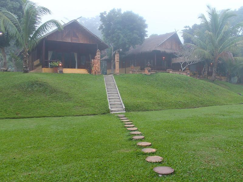 10 บ้านพัก อยู่ใจกลางขุนเขาธรรมชาติ