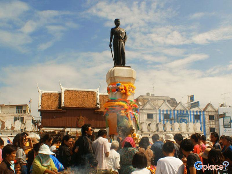 陶顺娜丽巾帼女英雄纪念碑