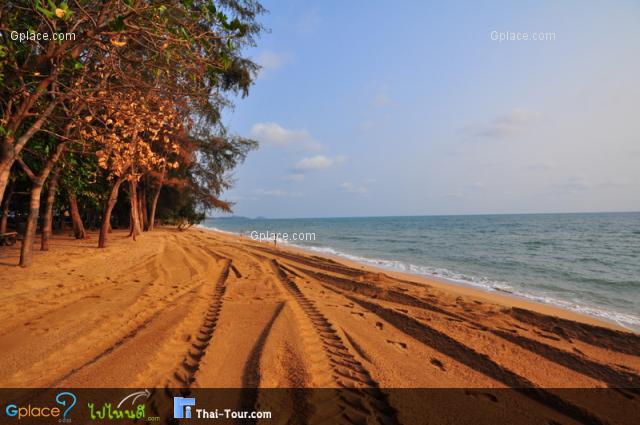 หาดแหลมเสด็จ