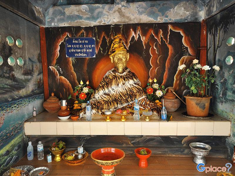 Suthewa Rusi雕像