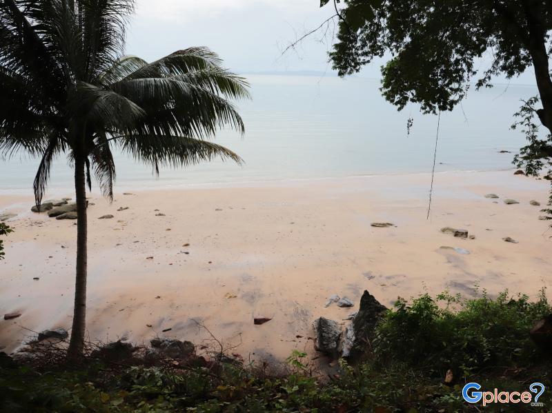 หาดหินหลากสี