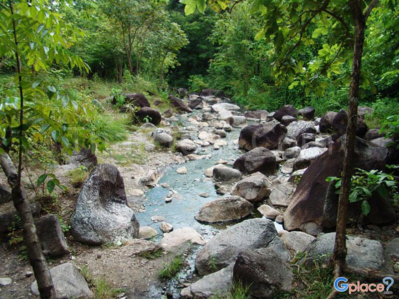 Bo Khlueng Hot Springs