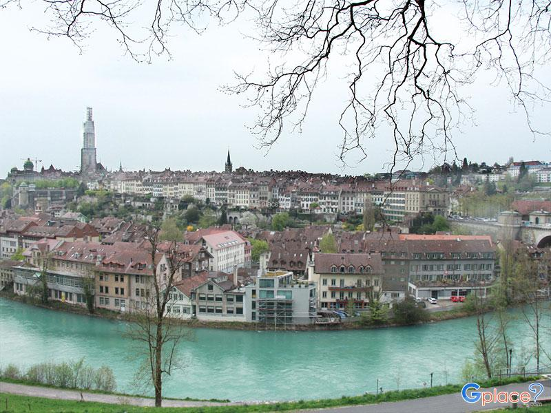 Viewpoint of Bern Old Town behind Bear Park