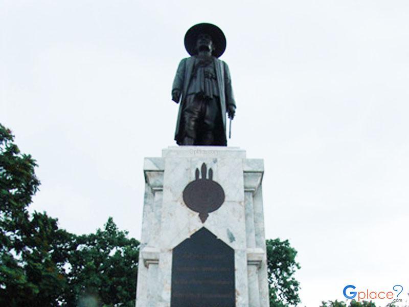 King Mongkut Klao Monument