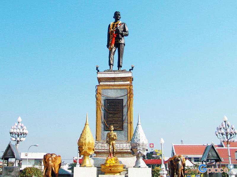 Phraya Phakdi Chumphon Monument